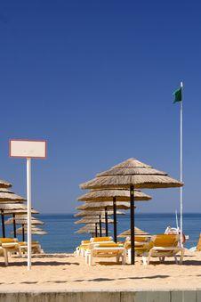 Free EDZR - Beach Umbrellas And Green Flag Royalty Free Stock Photography - 20328437