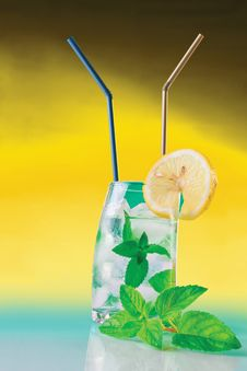 Free Fresh Drink With Mint And Ice Stock Photography - 20328882