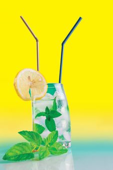 Free Fresh Drink With Mint, Lemon And Ice Stock Photo - 20328950