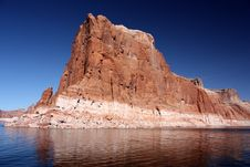 Free Cliff With Reflection, Lake Powell, Arizona Royalty Free Stock Photo - 20331605