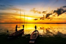 Free Silhouette Of Children On Boat Royalty Free Stock Image - 20334546