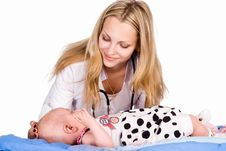 Free Doctor With Baby Royalty Free Stock Images - 20337399