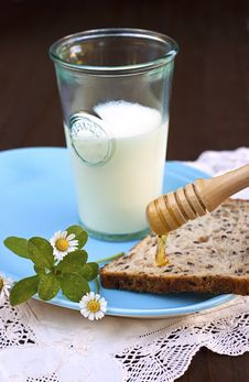 Free Milk, Toast And Honey Royalty Free Stock Photography - 20343737