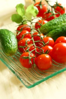 Free Fresh Tomatoes And Cucumber On Plate Royalty Free Stock Images - 20349469