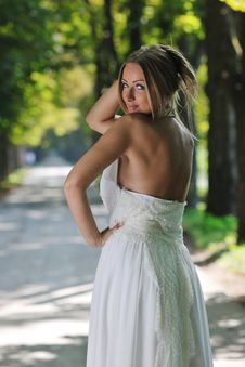 Free Beautiful Bride Outdoor Royalty Free Stock Photography - 20355897