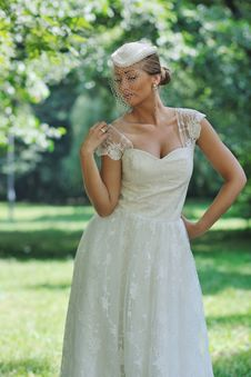 Free Beautiful Bride Outdoor Royalty Free Stock Photography - 20356027