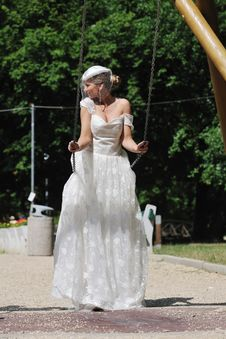 Free Beautiful Bride Outdoor Royalty Free Stock Images - 20356939