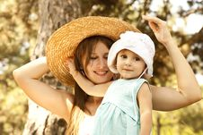 Little Girl And Mother In The Park Royalty Free Stock Photography
