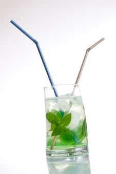 Free Tall Drink With Mint And Ice Royalty Free Stock Image - 20358506