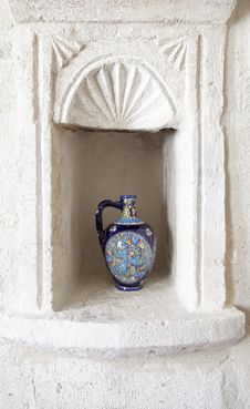 Free Ornate Decorate Wine Jug In Limestone Alcove Stock Images - 20358934