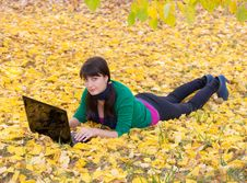 Free Young Girl With A Laptop In A Autumn Foliage Royalty Free Stock Photography - 20359147