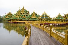 Free Enlightened Buddha Thai Architectural Style Stock Photos - 20359153