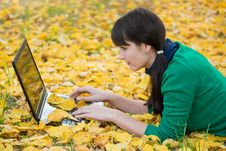 Free Young Girl With A Laptop In A Autumn Foliage Royalty Free Stock Photography - 20359177