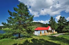 Free Red Log Cabin Royalty Free Stock Photo - 20359205