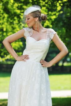 Free Beautiful Bride Outdoor Royalty Free Stock Photo - 20361835