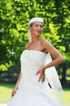 Free Beautiful Bride Outdoor Royalty Free Stock Photos - 20362408