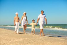 Free Family Walking Along The Beach Stock Images - 20362974