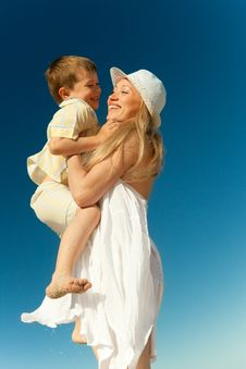 Free Boy Flying On His Mother S Hands Royalty Free Stock Images - 20362989