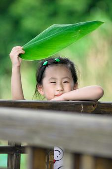 Free Chinese Girl With Lotus Leaf Hat Royalty Free Stock Photography - 20366137