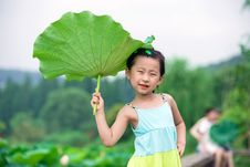 Free Chinese Girl With Lotus Leaf Hat Royalty Free Stock Images - 20366139