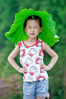 Free Chinese Girl With Lotus Leaf Hat Stock Photography - 20366142