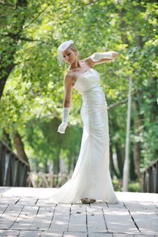 Free Beautiful Bride Outdoor Royalty Free Stock Photography - 20368477