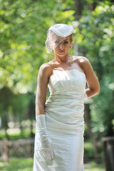 Free Beautiful Bride Outdoor Stock Photos - 20368883