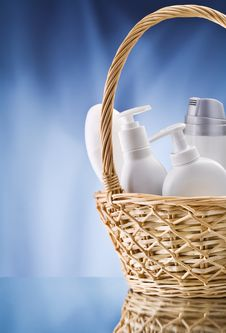 Free Care Items In Wicker Basket Royalty Free Stock Photography - 20370067