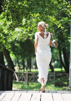 Free Beautiful Bride Outdoor Stock Photography - 20370272