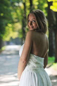 Free Beautiful Bride Outdoor Royalty Free Stock Image - 20372376