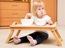 Free A Small Girl Is Eating Royalty Free Stock Photos - 20377028