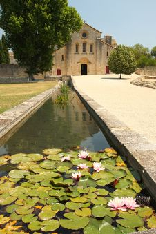 Free Romanesque Silvacane Abbey - Luberon Royalty Free Stock Photography - 20380177