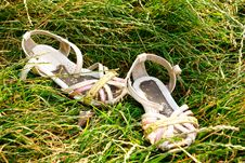 Free Children S Sandals Are Worn In The Grass Royalty Free Stock Photos - 20380598