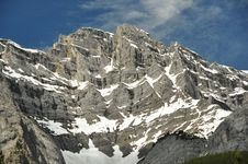 Free Rugged Mountain Peaks Royalty Free Stock Image - 20384166