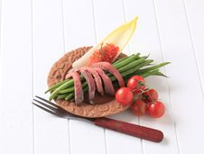 Free Strips Of Roast Beef  And Vegetables Stock Photo - 20386890