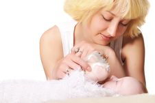 Free Young Mother Feeds Her Baby Royalty Free Stock Photos - 20386998