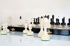 Free Chess Pieces On Wood Board Royalty Free Stock Images - 20389759