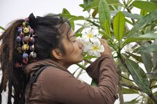 Free Beautiful Women Hair Dreadlock Kiss Flower Stock Image - 20390581