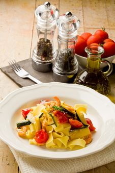 Pasta With Zucchini And Shrimps Royalty Free Stock Image