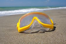 Free Swimming Mask On Sea Beach Stock Photo - 20395300