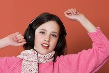 Free Girl Listening Music Royalty Free Stock Photos - 2040348