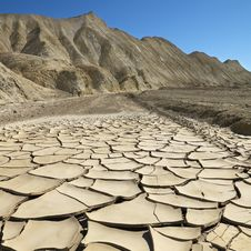 Free Cracked Ground In Death Valley Royalty Free Stock Photos - 2042238