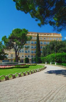 Free Sunny Hotel In The Park Stock Image - 20403741
