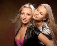 Free Two Beautiful Women Royalty Free Stock Photos - 20407088