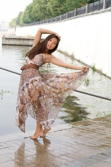 Free Beautiful Girl Walking Royalty Free Stock Photos - 20408758