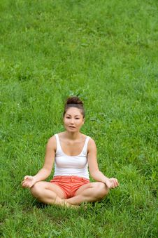 Free Girl Meditating Royalty Free Stock Photos - 20408788