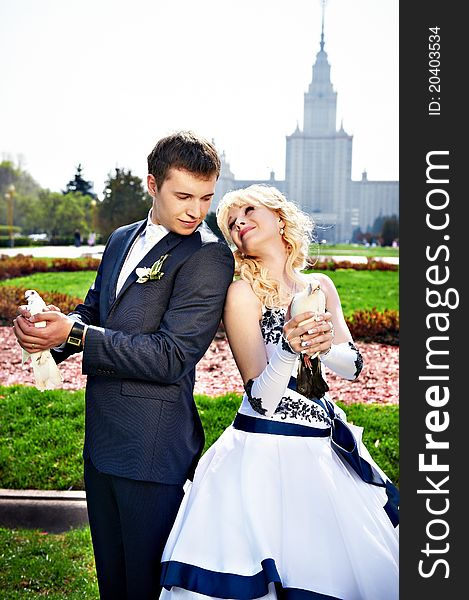 Newlyweds with pigeons