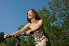Free Pretty Young Woman With Bicycle In A Park Smiling Royalty Free Stock Images - 20411559