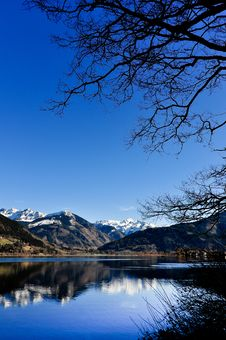 Free Mountain View With Lake Reflection Royalty Free Stock Photos - 20416588