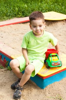 Free A Little Boy Smiling And Playing In The Toy Car Royalty Free Stock Photography - 20420507